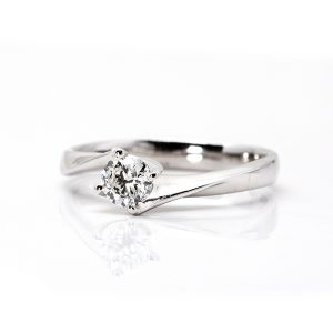 Twisted solitaire diamond Ring