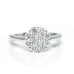 White gold engagement ring Dubai