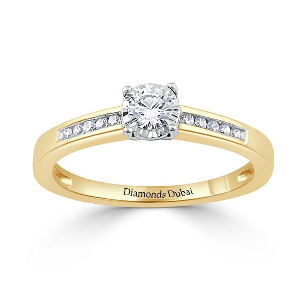 Elegant round Solitaire Ring