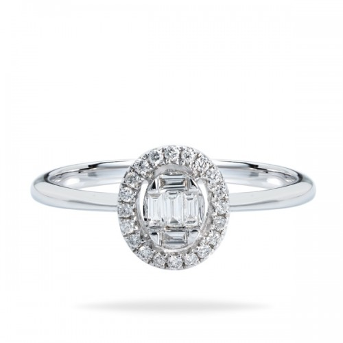 Elegant diamond engagement ring